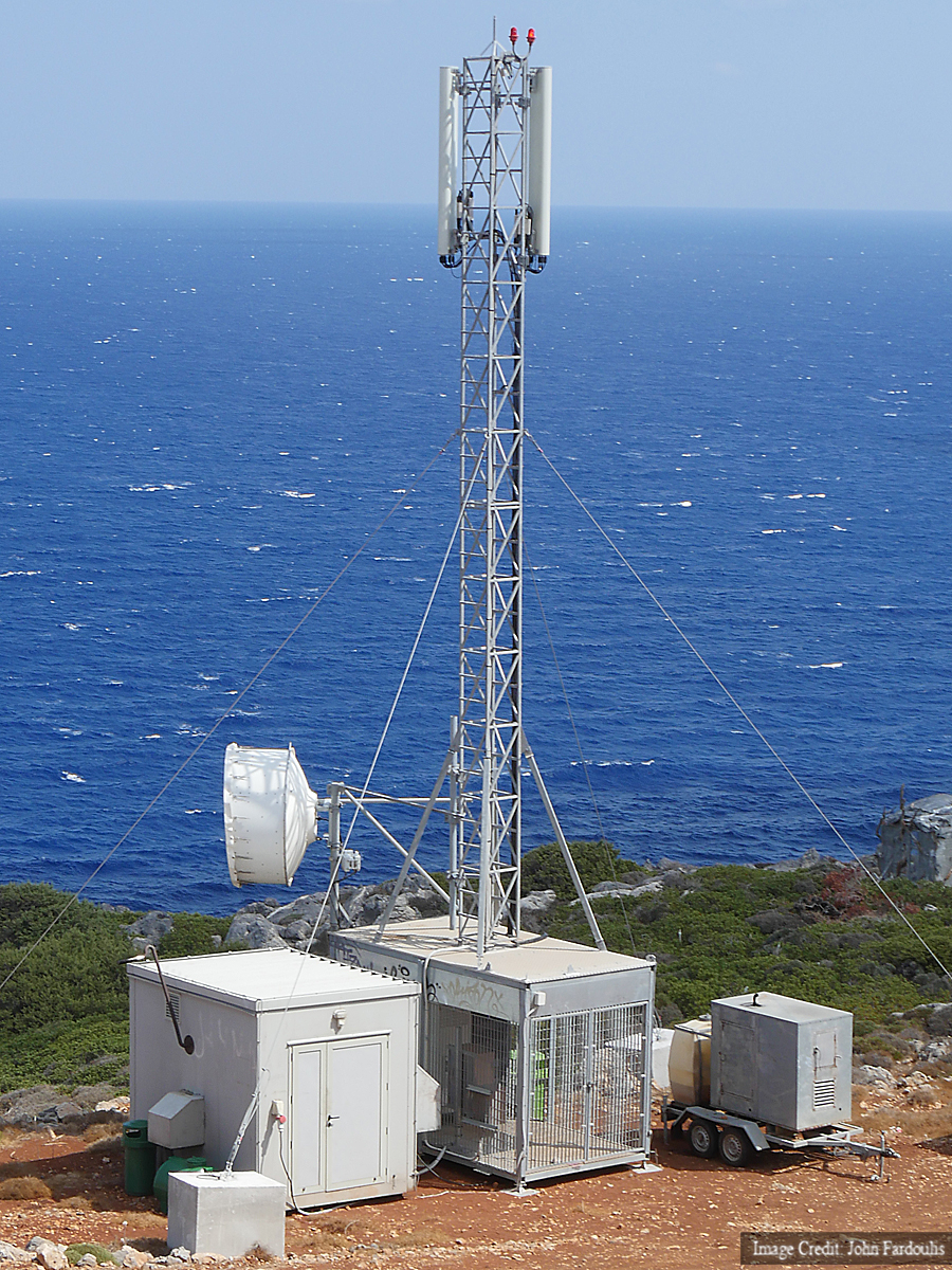 Cosmote has installed a dedicated 4G base station overlooking the wreck, so we can share information from at sea. It's one of the fastest in Greece, clocking more than 90Mb/s downloads over the mobile network.