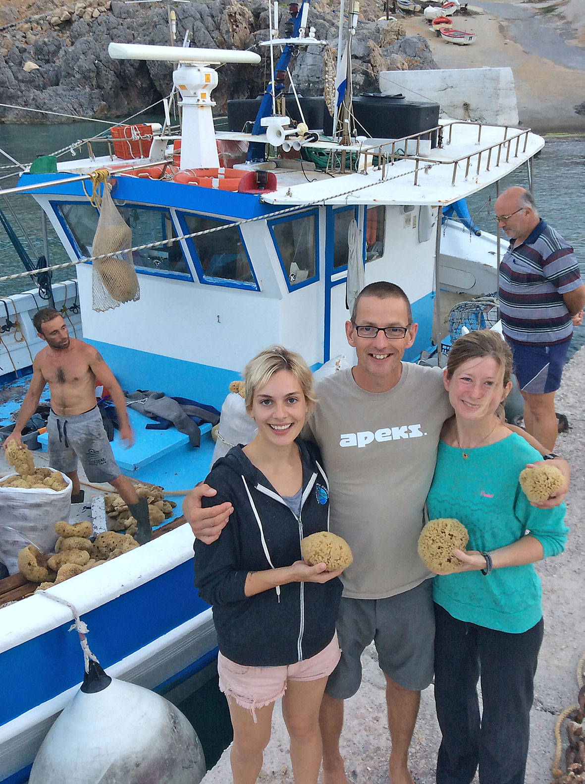 Gemma Smith, Phil Short & Jo Marchant had a great time talking to the sponge divers.
